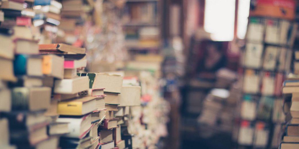 Ein Hochschulschriftenvermerk ist eine bibliografische Angabe für das Impressum Ihrer Doktorarbeit. Einige Hochschulen schreiben die Verwendung dieser Kennziffer verbindlich vor. In diesem Artikel erfahren Sie, warum der Hochschulschriftenvermerk so wichtig ist und wo Sie diese Angabe finden können.